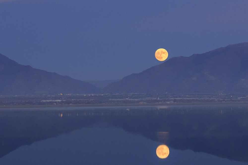 Moon reflections on the Grate Salt Lake Utah